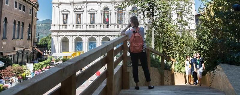 «La passerella in Piazza Vecchia? Purtroppo inaccessibile ai disabili»