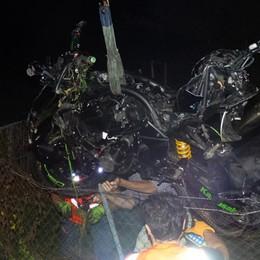 Esce di strada e finisce nel prato Motociclista ferito a Clusone - Foto