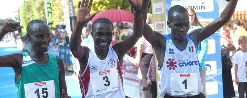 Mezza maratona, podio tutto keniano Tra le donne la regina è Bazzoni - Video