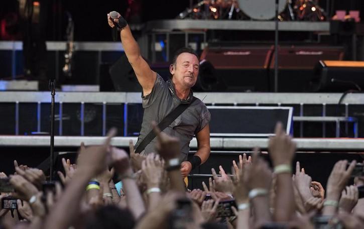 Un libro, un album e una chitarra Springsteen, il 27 gran giorno - Video