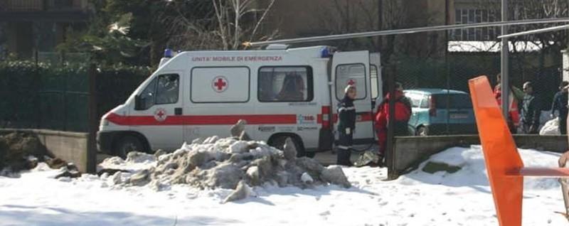Spala la neve, muore d'infarto Malore fatale a Costa Volpino