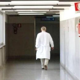 Bimba  denutrita muore a Novara Genitori spariti, ricerche a Bergamo