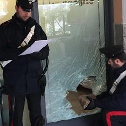 Tentano furto in pizzeria a Treviglio Si accorge il vicino di casa, due arresti