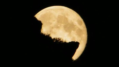 La spettacolare luna piena - Video In montagna è ancor più magica