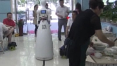 Tecnologia, il gelato servito da un robot