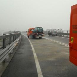 Scontro tra due auto, tre feriti S. Paolo D'Argon, 671 chiusa per due ore