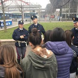 Polizia contro i pericoli della Rete «Figli e smartphone, siate vigili»