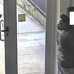 Preleva mille euro con bancomat rubato Treviglio, denunciato un 36enne