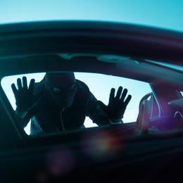 Sorpresi nell'auto che stavano svaligiando Arrestati due 19enni in Borgo Palazzo