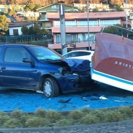 Sarnico, auto contro il «motoscafo» «C'è stato uno scambio di persona»