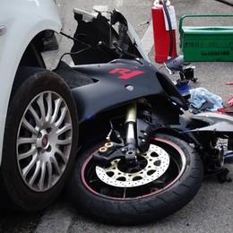 Moto contro un'auto a Casnigo Muore 36enne di Selvino - Foto
