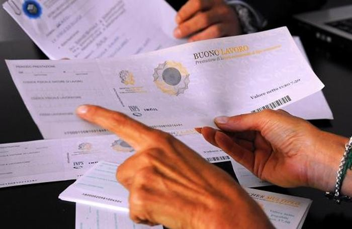Voucher, il governo pensa all'abolizione totale