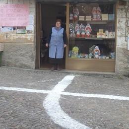 Ardesio, tornano le misteriose croci «Marchiate» le case dei single del paese