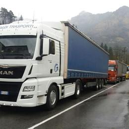 Incidente a Parre, camion in coda Provinciale chiusa per un'ora e mezza