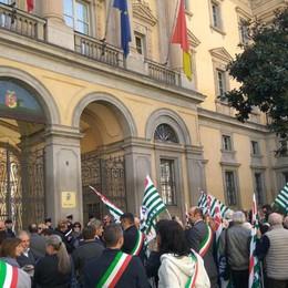 La protesta (bipartisan) dei sindaci  «No al taglio dei fondi per il sociale»