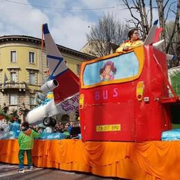 Arriva anche il sole sulla sfilata Bergamo festeggia la Mezza Quaresima