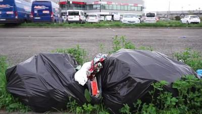 Curno, il degrado nel parcheggio sulla  Briantea