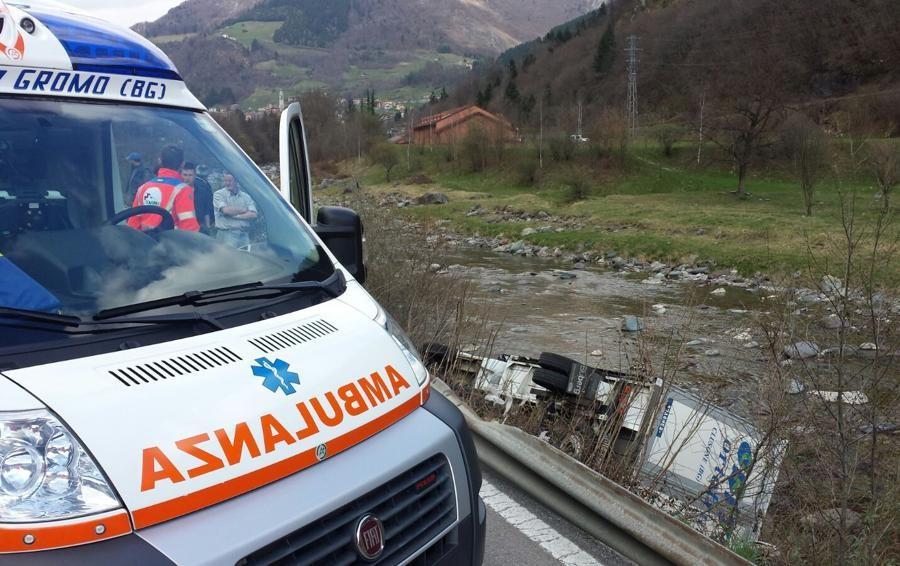 Ardesio, furgone finisce nel fiume Serio Conducente 37enne in ospedale -Foto