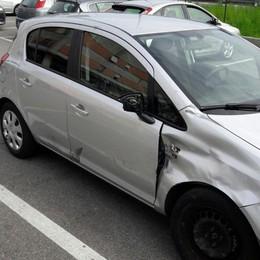 Azzano, scontro tra auto e moto Grave una ragazza di 17 anni