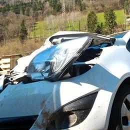 Clusone, schianto sulla provinciale Cervo muore investito, auto distrutta -Foto