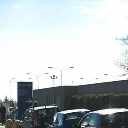 Lavori di asfaltatura in via Europa Attenzione al traffico in zona scuole