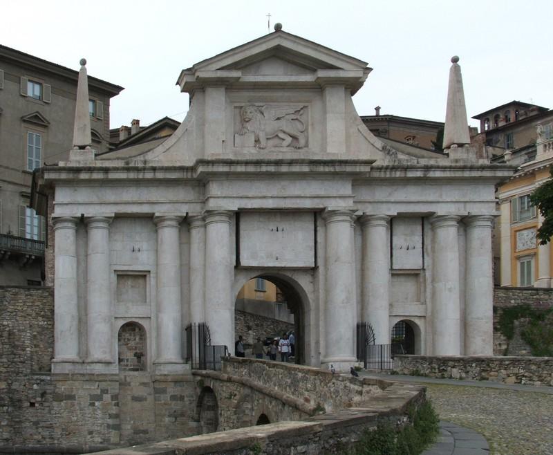 Bergamo scolpita alla fiera dei librai sabato 29 aprile for Fiera arredamento bergamo