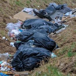 Torre Boldone stanga i furbetti dei rifiuti Pronte 25 multe (ma siamo alla lettera A)
