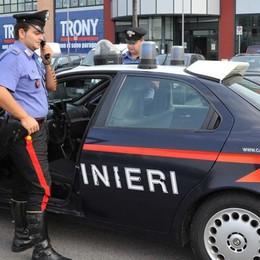 Non si fermano all'alt dei carabinieri Colluttazione, inseguimento e arresto