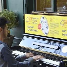 Tornano i pianoforti in città -Video Chiunque potrà suonare per «la pace»