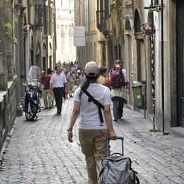 Bergamo come Firenze, stretta sul decoro  Città Alta: saranno «vietati» alcuni negozi