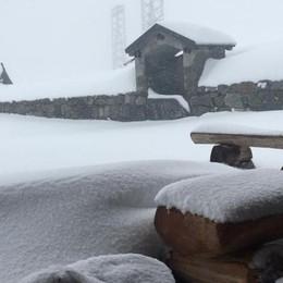 Sembra inverno in Val Brembana -Video  Al Passo San Marco mezzo metro di neve