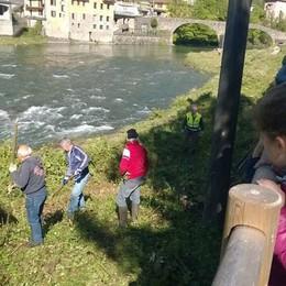 Centinaia di volontari lungo i fiumi  I ragazzi a lezione di Protezione civile
