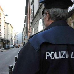 Giro di vite contro lo spaccio in città Polizia locale: in 6 mesi 12 arresti