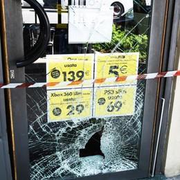 Furti, spaccata e fuga in auto Un fermato dopo raid a Bergamo