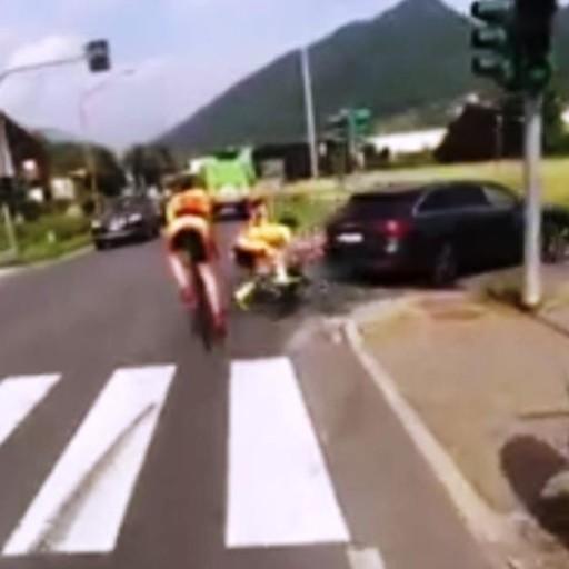 Incidente per un ciclista della Pol. Albano L'auto lo travolge e non si ferma - Video