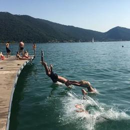 Lago balneabile al 100%, via con i tuffi Promossi a pieni voti i lidi del Sebino