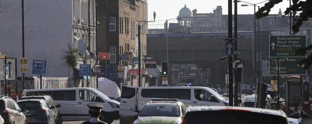 Londra, van sulla folla fuori da moschea Arrestato l'autista. Un morto e otto feriti