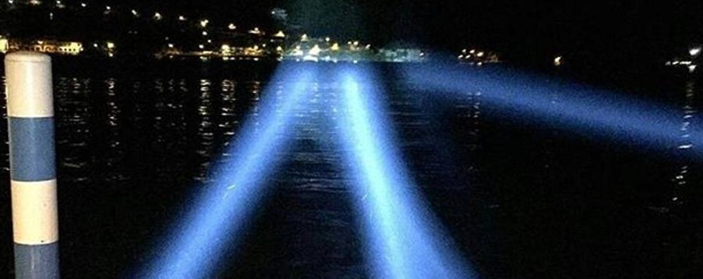 Pienone sul lago ricordando Christo Ecco il light show - Video