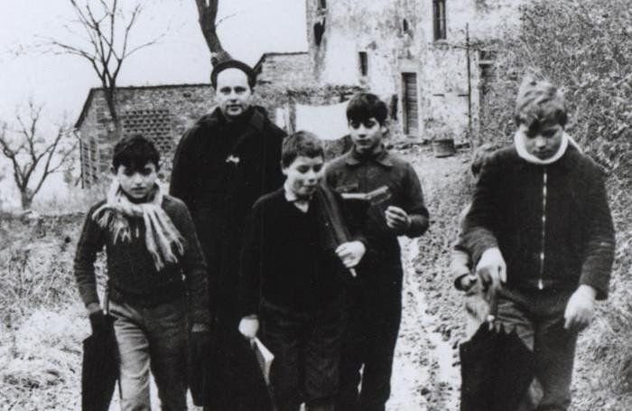 Barbiana: La dedica di Papa Francesco alla tomba di Don Milani