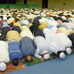 Palafrizzoni sigla il Patto con l'Islam «Regole e rispetto danno più sicurezza»