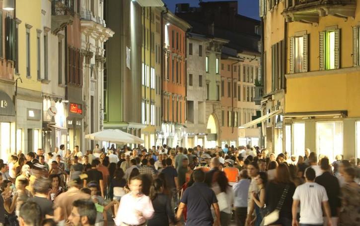 Bergamo, il maltempo frena la «movida»  Primo appuntamento spostato il 6 luglio