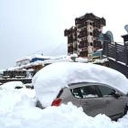 Bomba d'acqua in montagna  Neve, frane e frazioni isolate