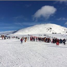 Neve al top, piste aperte  Val Seriana, si spera nel bel tempo