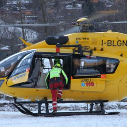 Neve, raffica di cadute sugli sci  Elicottero e ambulanze fanno la spola