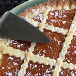 Dolce, gustosa e tutta da mangiare Ecco la crostata alla crema di cachi