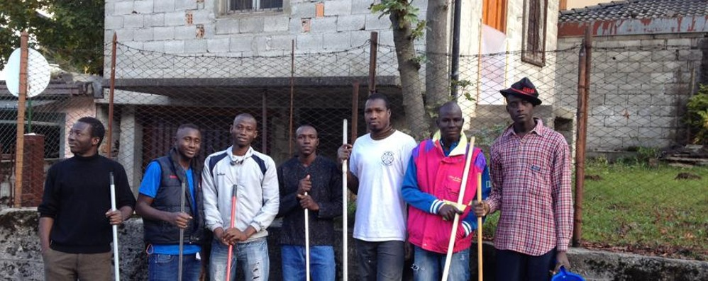 Migranti al lavoro a Lizzola «Vogliamo essere buoni cittadini»