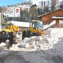 Neve, tanti disagi in alta valle  Foppolo e Valbondione isolati