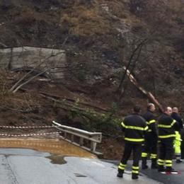 Valle Imagna, la frana non si ferma  Strada interrotta:  20 gli evacuati