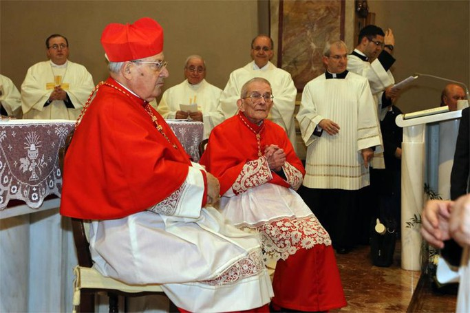 Il cardinale Angelo Sodano durante la cerimonia di investitura di monsignor Loris Capovilla  a cardinale nella chiesa parrocchiale di Sotto il Monte