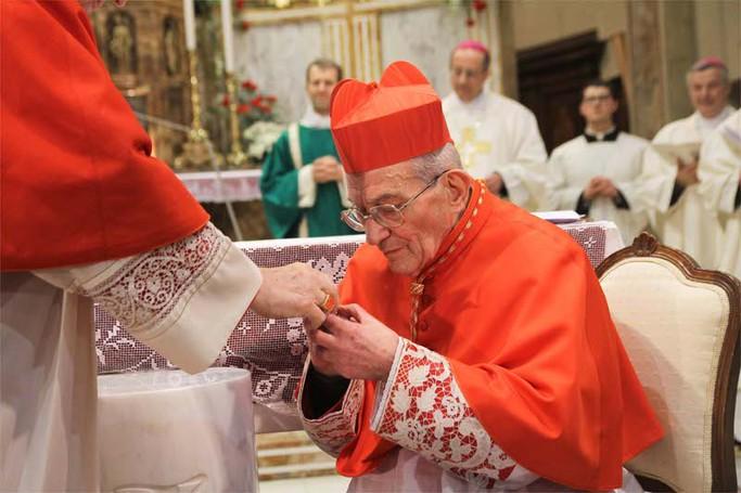 Il cardinale Loris Capovilla riceve l'anello